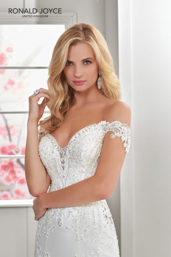 A crepe and tulle fit and flare gown - Nicolette 69301