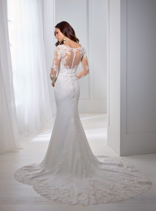 A crepe fit and flare wedding dress - Tosca 18257