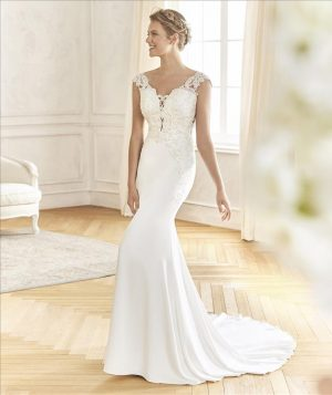 Crepe, tulle & lace fit and flare gown - Balanza